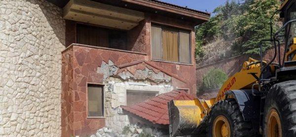 ۱۶۳ قطعه باغ ویلای غیر مجاز در گلبهار تخریب شد