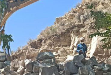 توقیف یک دستگاه پیکور درحال تخریب اراضی ملی روستای مریچگان شهرستان چناران